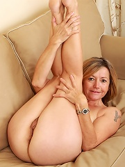 Fun Loving Susie From All Over 30 Spreads Her 48 Year Old Ass Wide^all Over 30 Mature Porn Sex XXX Mom Free Pics Picture Gallery