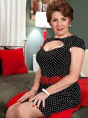 Bea Cummins - Bea At 70^40 Something Mag Mature Porn Sex XXX Mom Picture Pics