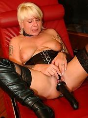 Kinky Mature Nympho Fisting Herself^mature Eu Mature Porn Sex XXX Mature Mom Free Pics Picture Gallery