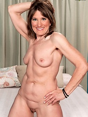 Donnas Pearl Necklace^40 Something Mag Mature Porn Sex XXX Mature Mom Free Pics Picture Gallery